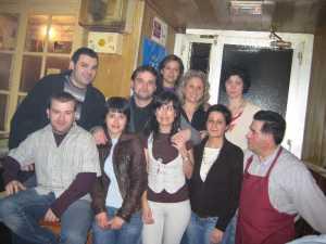 Antón Chicote y algunos de los del CE Obanca en el chigre.
